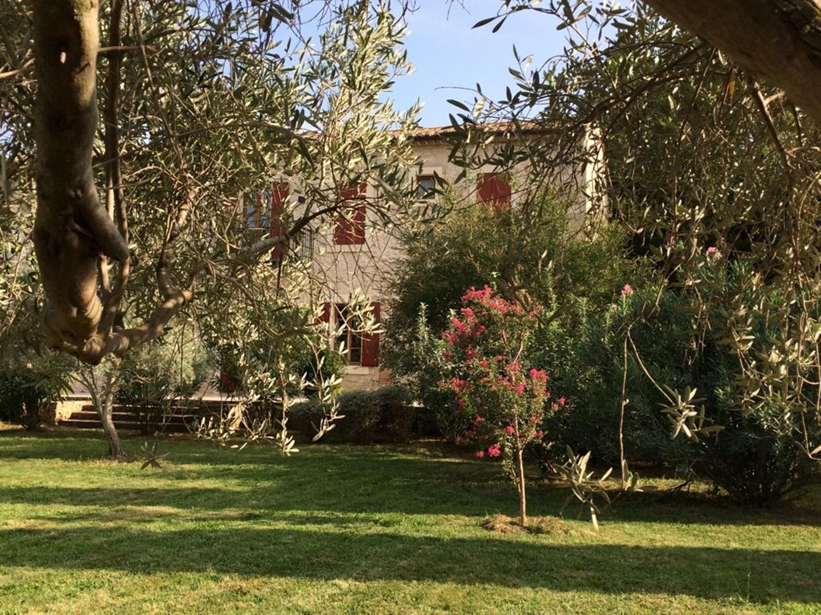 La-Broutte_Gartenarbeit